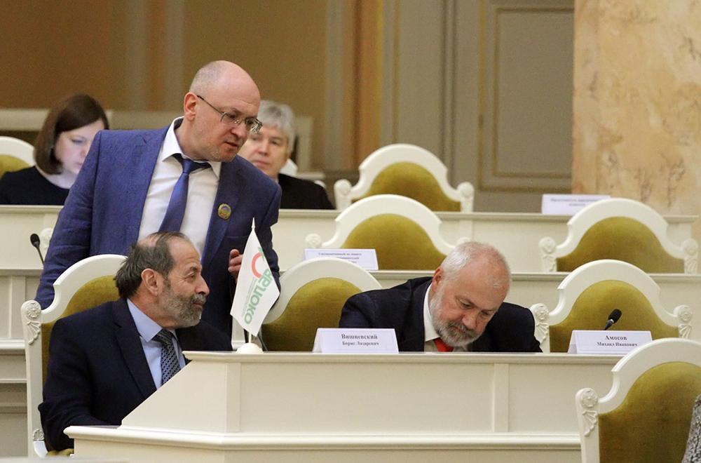 Три депутата ЗакСа обратились в СК из-за отравления Кара-Мурзы-младшего