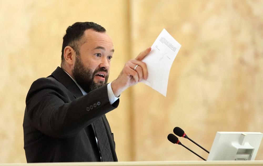 """фото ЗакС политика Спикер ЗакСа отключил микрофон депутатам после их призывов допустить в парламент канал """"78"""""""