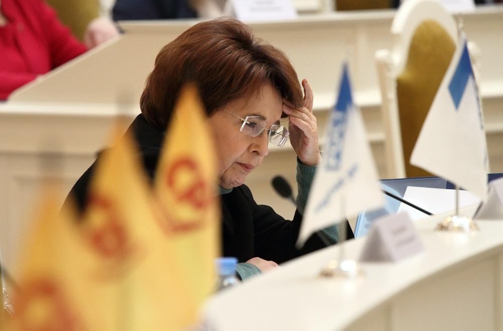 фото ЗакС политика Дмитриева приветствует переизбрание Памфиловой