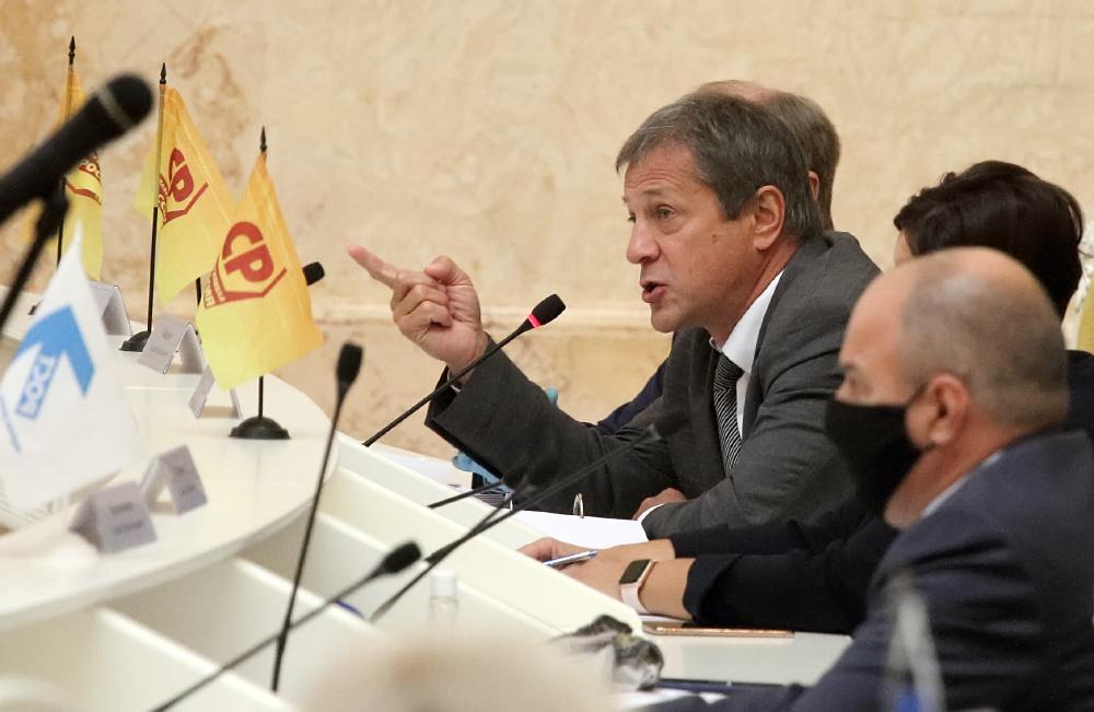 фото ЗакС политика Ковалев внес поправку о придании скверу в Кузнечном переулка статуса ЗНОП