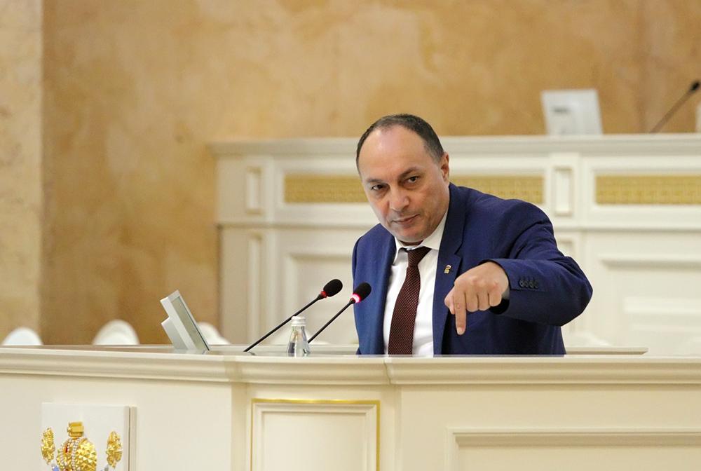 фото ЗакС политика Купченко и Горшечников подали документы на праймериз ЕР в Заксобрание