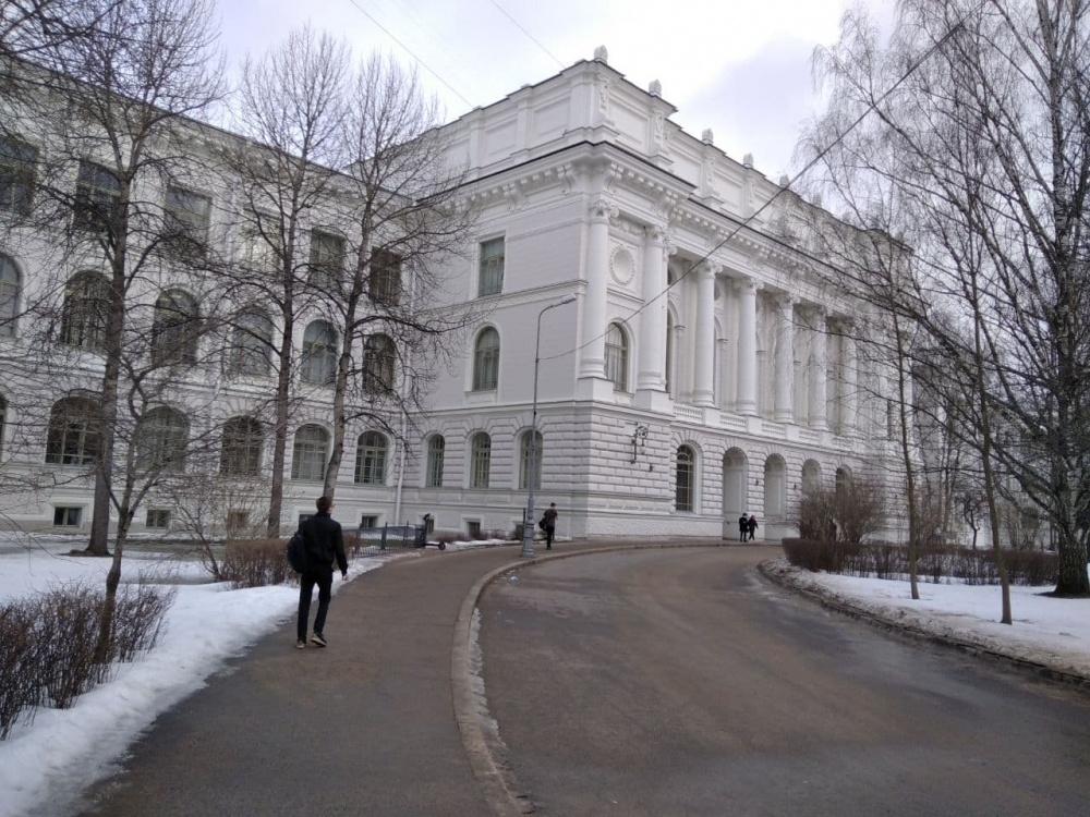 фото ЗакС политика Петербургские университеты увеличили число бюджетных мест
