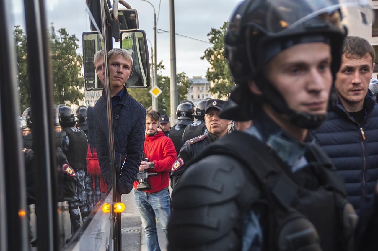 """фото ЗакС политика """"ОВД-Инфо"""" насчитал 1875 задержанных на митингах россиян, 268 – в Петербурге"""