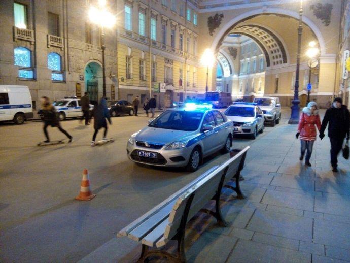 Вцентре Петербурга милиция задержала крякающих оппозиционеров