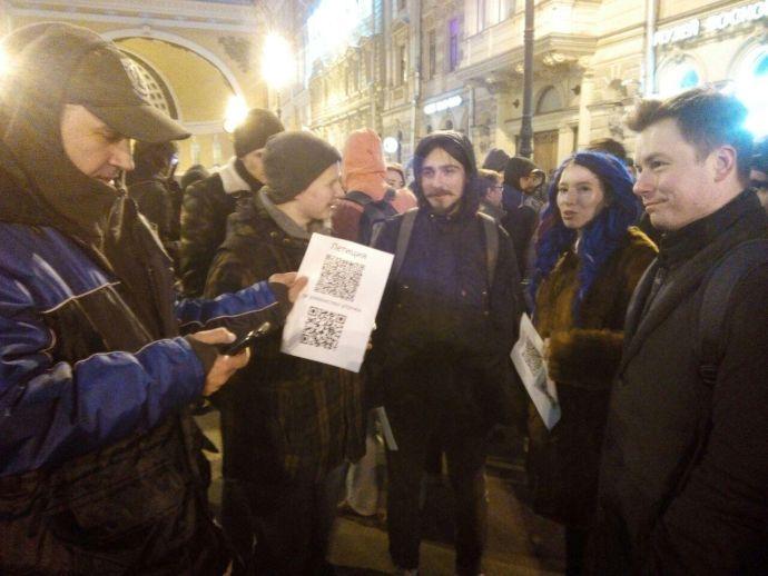 Милиция задержала участников несогласованной акции против Медведева вцентре Петербурга