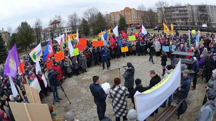 Неменее 300 псковичей вышли намитинг против роста земельного налога