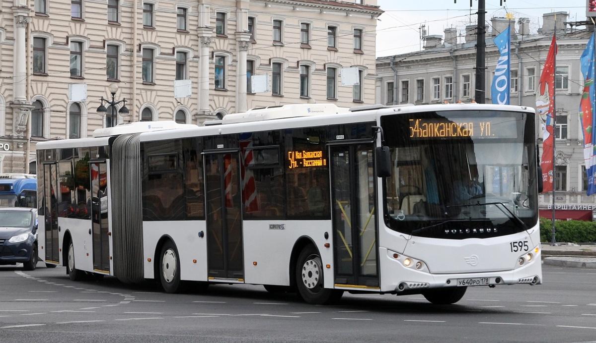 фото ЗакС политика Активисты Центрального района празднуют сохранение автобуса, связывающего их с Купчино