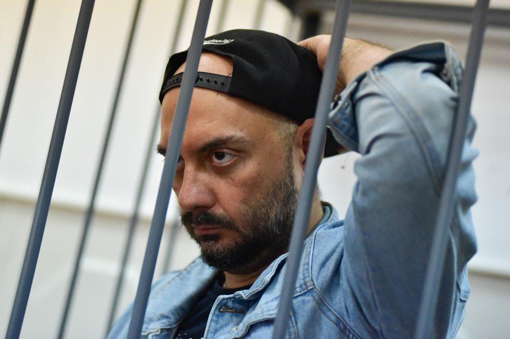 фото ЗакС политика Кирилла Серебренникова выпустили из-под домашнего ареста