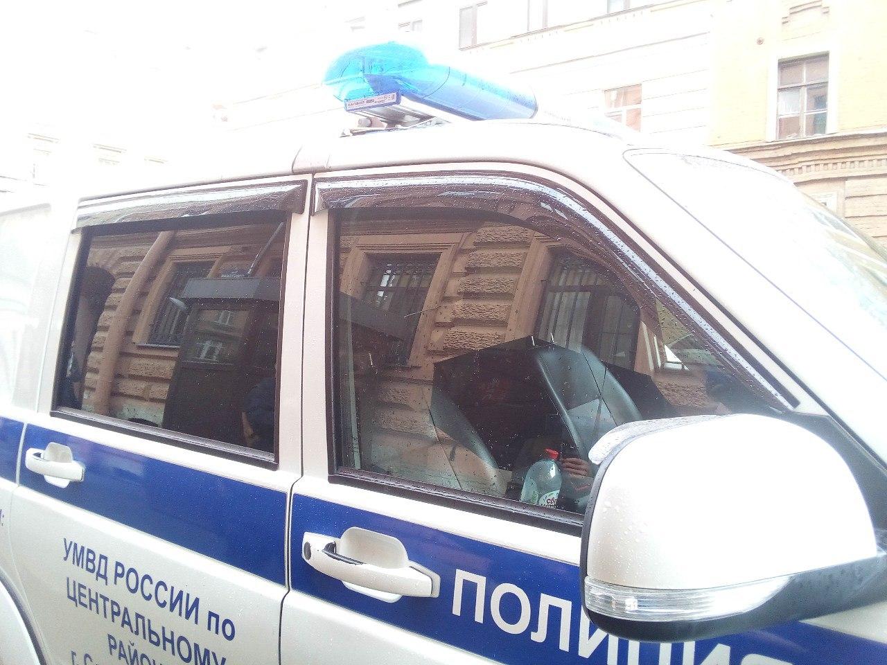 фото ЗакС политика У турецкого консульства в Петербурге задержали пикетчика