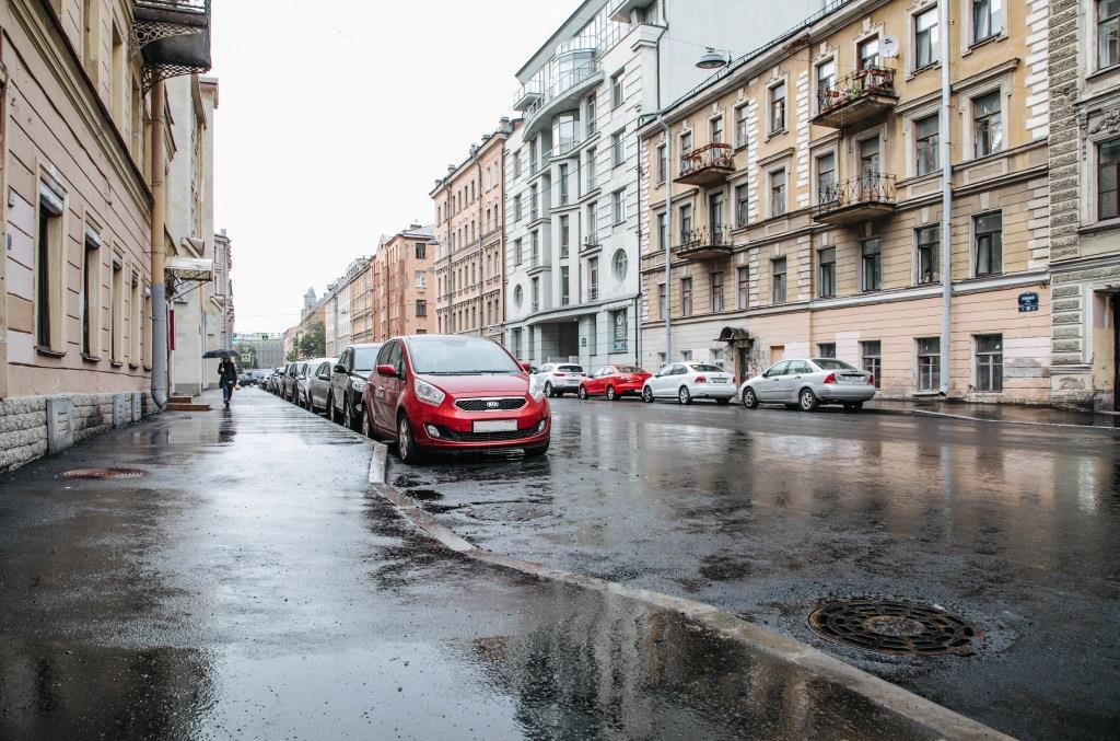 фото ЗакС политика На центральных улицах Петербурга занизили бордюрный камень