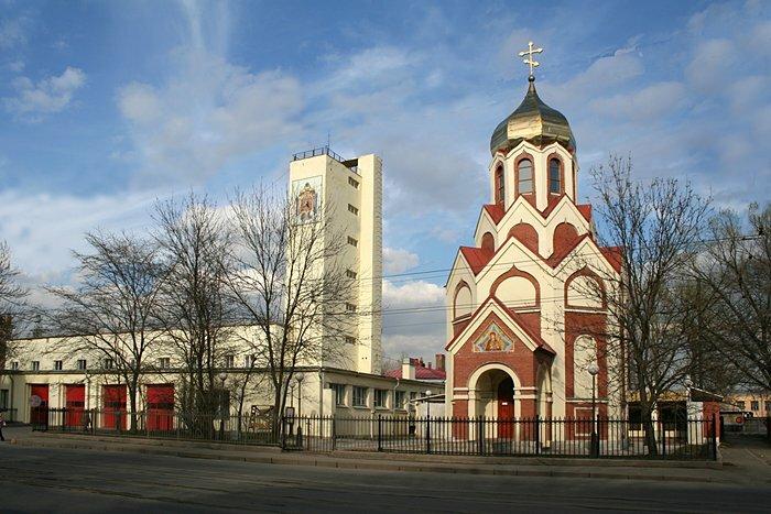 фото ЗакС политика МЧС хочет легализовать церковь на Лесном проспекте, стоящую на ее территории