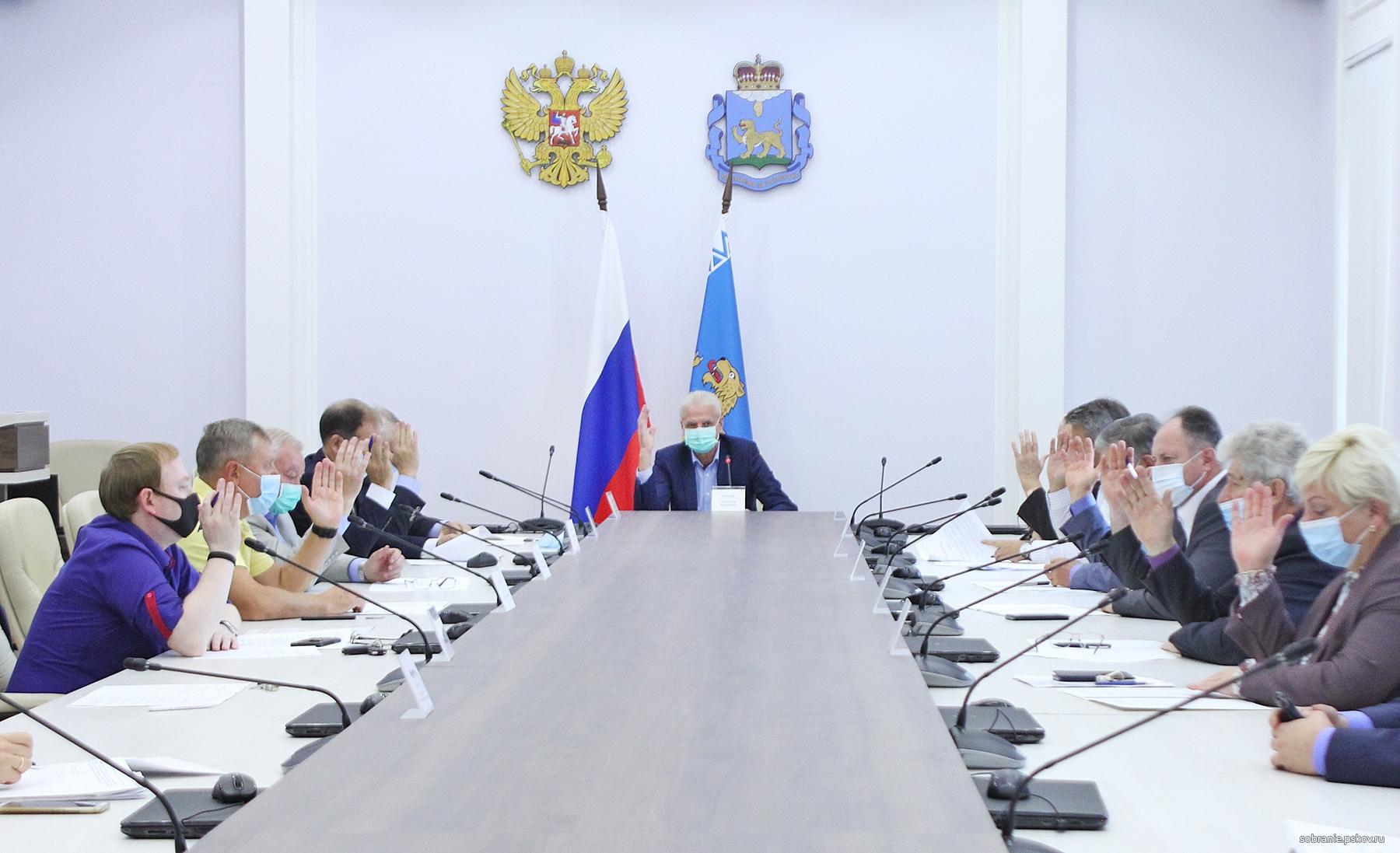 фото ЗакС политика В Псковской области с целью экономии бюджета хотят сократить число депутатов