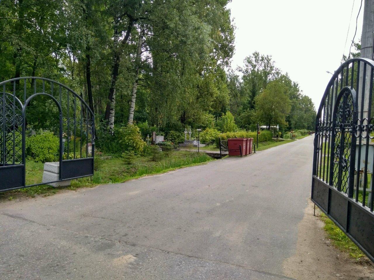 фото ЗакС политика С Ново-Волковского кладбища похитили бюст Героя СССР