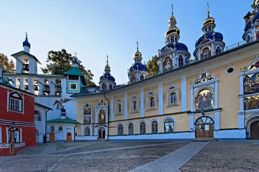 фото ЗакС политика На территории Псково-Печерского монастыря устраняют опасные геологические явления