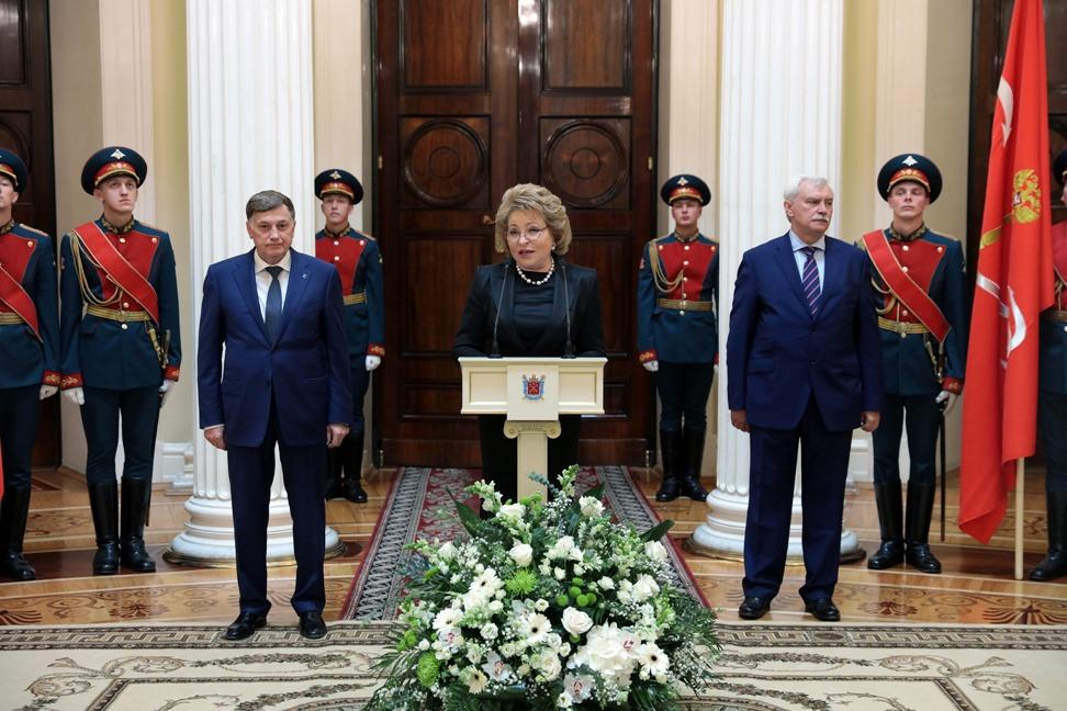 """фото ЗакС политика Матвиенко ожидает, что новый """"губернаторопад"""" продлится до середины весны"""