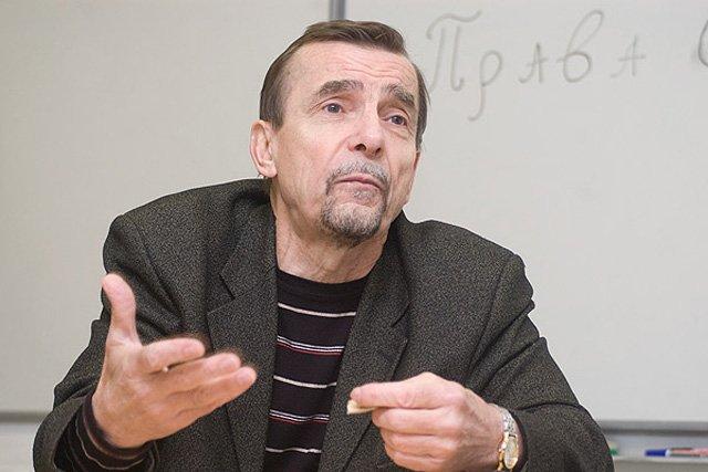 фото ЗакС политика Лев Пономарев признался, что ему переводят как никогда много денег
