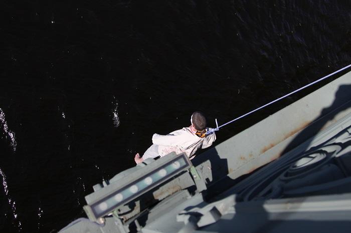 Активист Крисевич получил пять суток ареста за акцию на Троицком мосту