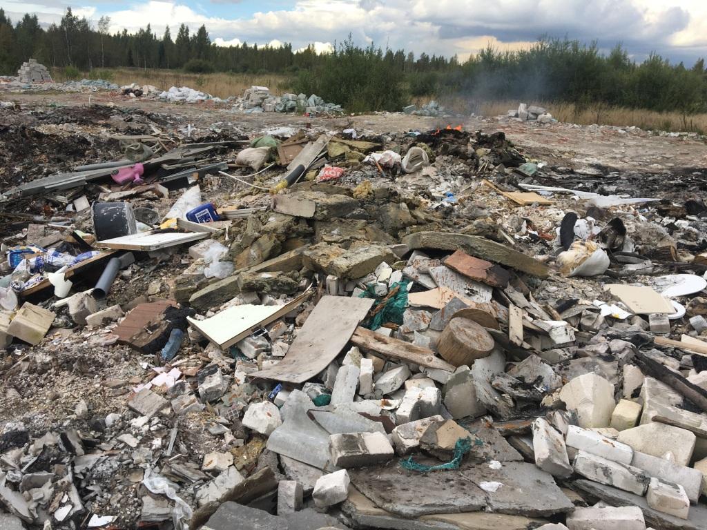 фото ЗакС политика В районе Дубровки по ночам сжигают мусор на сельхозземлях