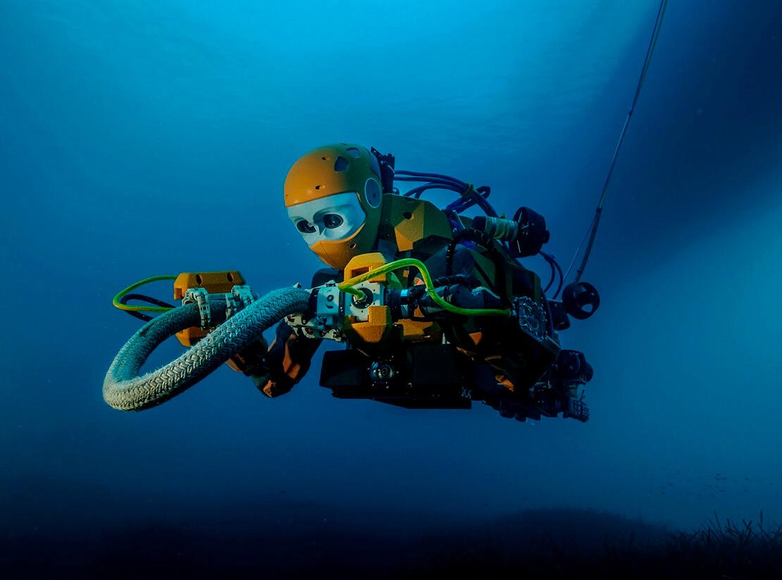 фото ЗакС политика В Кронштадте отремонтировали первый советский морской робот