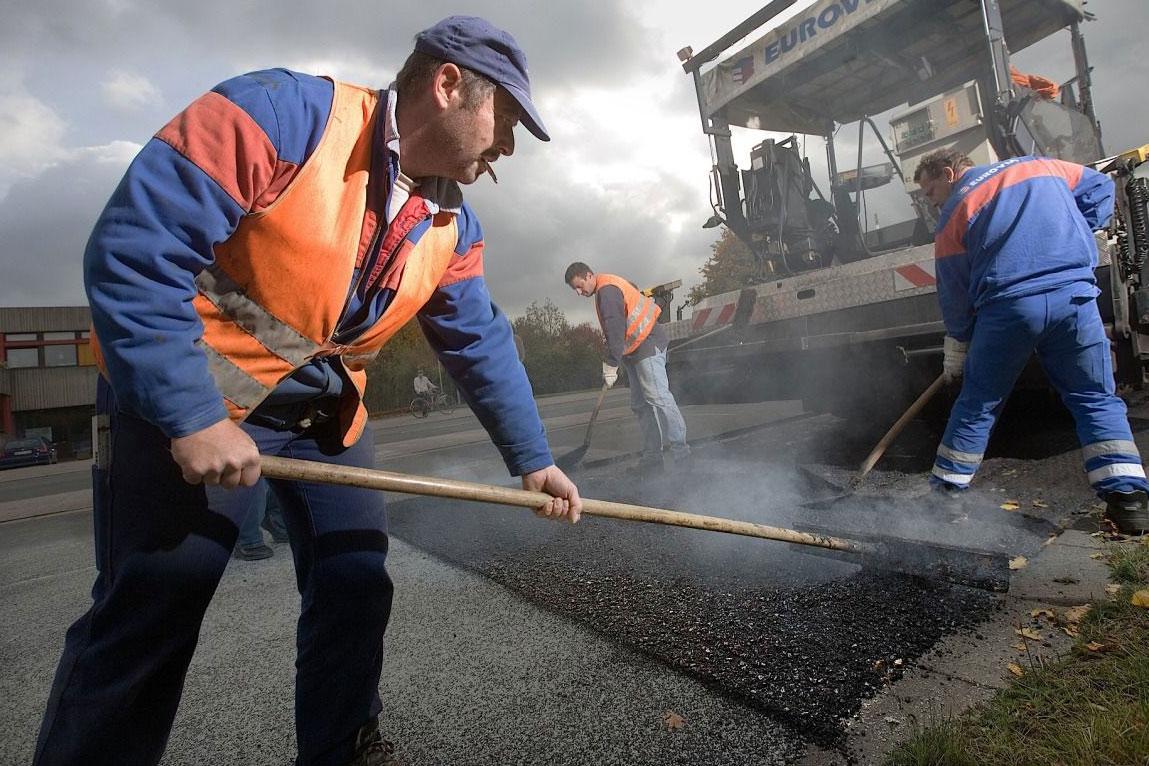 На ремонт дорог местного значения администрация Ленобласти выделила 1,1 млрд рублей
