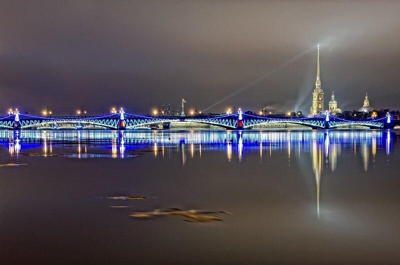 фото ЗакС политика На главных петербургских мостах установили и включили новогоднюю подсветку