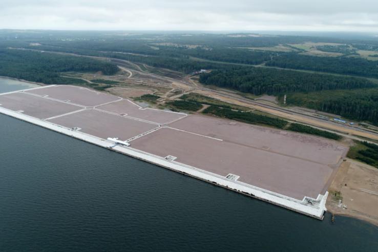 фото ЗакС политика В Усть-Луге достроили намывную территорию порта