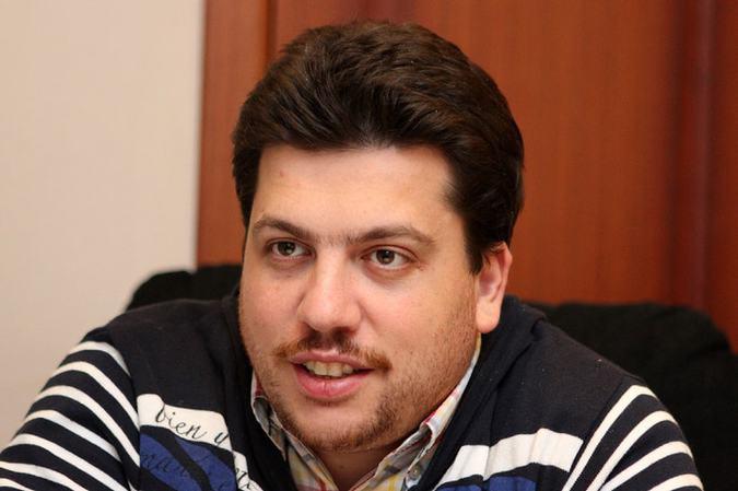 фото ЗакС политика Волков: Штрафами и исками за митинги власть уподобляется Лукашенко