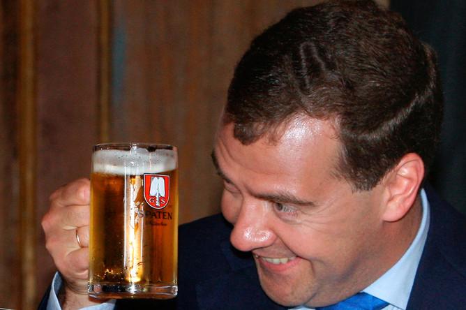 фото ЗакС политика Опубликованы официальные доходы Путина, Медведева и членов правительства за год