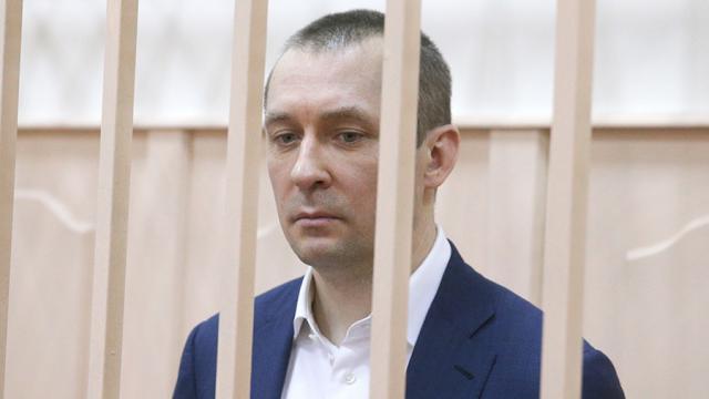 фото ЗакС политика Экс-полковник Захарченко стал обвиняемым по еще одному коррупционному делу