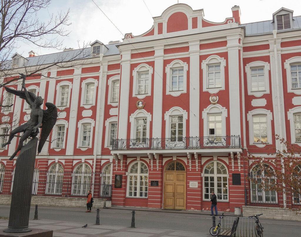 фото ЗакС политика СПбГУ и ЕУ заняли первые два места в рейтинге вузов фонда Потанина
