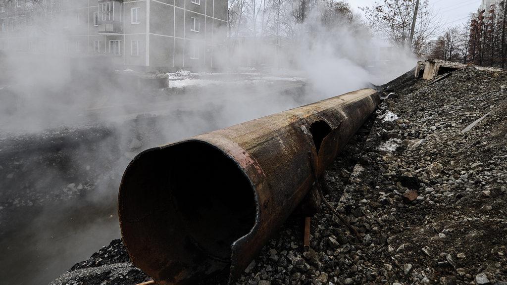 Более 60 многоквартирных домов Владивостока сегодня остаются без тепла из-за аварии на теплотрассе