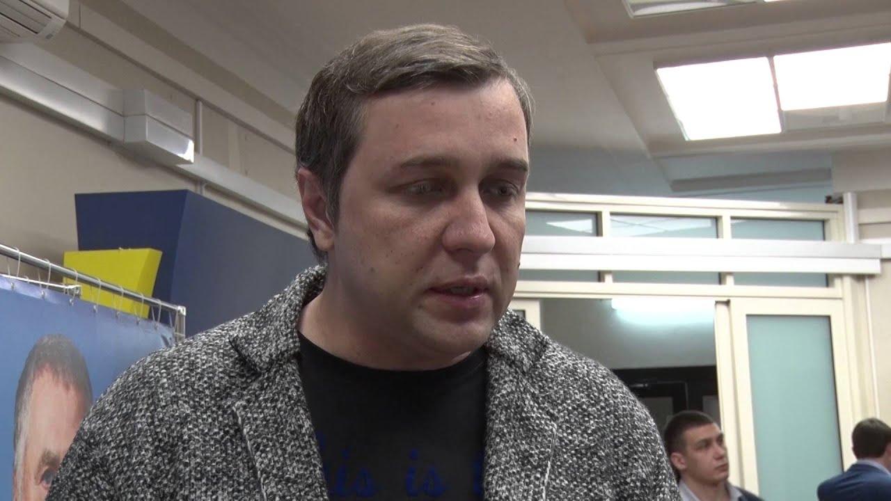 "фото ЗакС политика Думский ""жириновец"" внес законопроект о наказаниях за оскорбление граждан"
