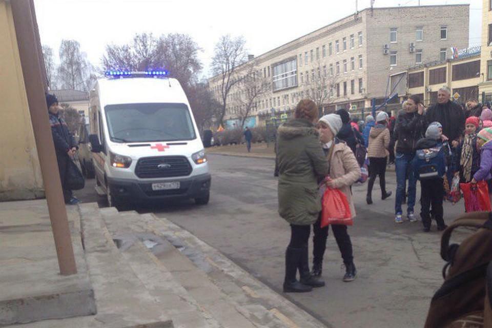фото ЗакС политика В Петербурге снова эвакуируют школы