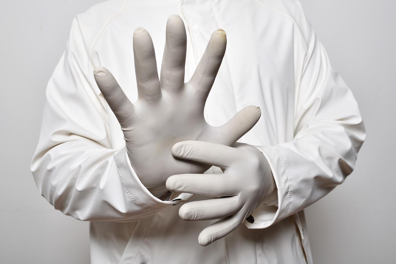 фото ЗакС политика Онищенко поспорил с главным инфекционистом о пользе и вреде перчаток