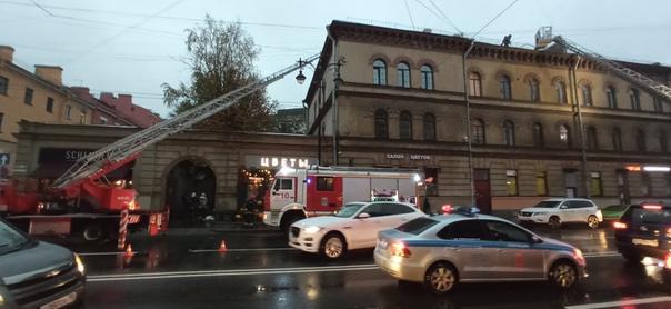 фото ЗакС политика На Кирочной улице горит охраняемый дом-памятник