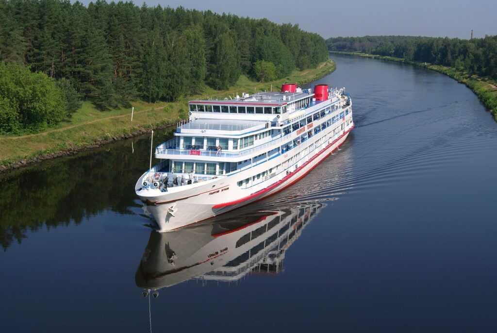 фото ЗакС политика Речной маршрут из Петербурга в Новгород будет перевозить 10 тысяч человек в год