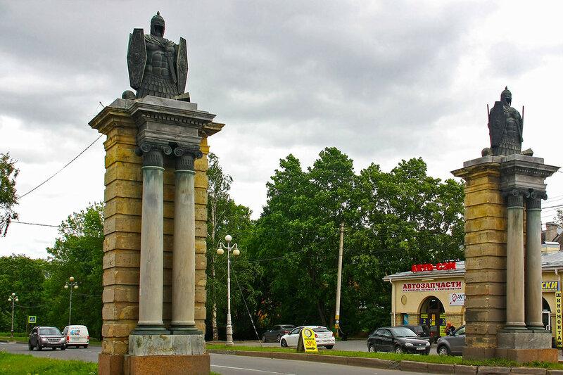 фото ЗакС политика В Гатчине отреставрировали Смоленские ворота