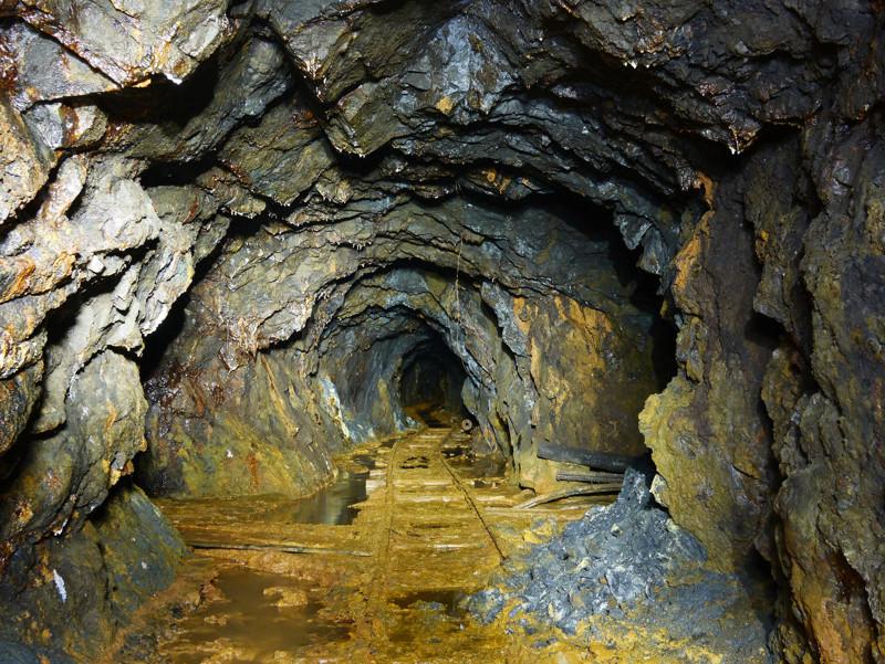 фото ЗакС политика В шахте в Коми горела нефть, есть пострадавшие