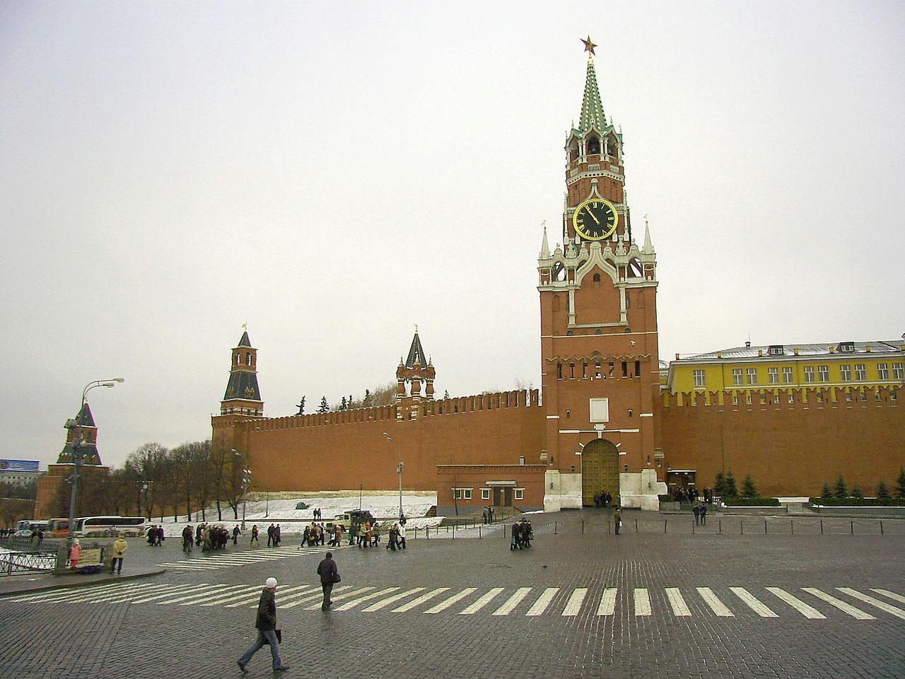 У Кремля пикетируют матери политзаключенных