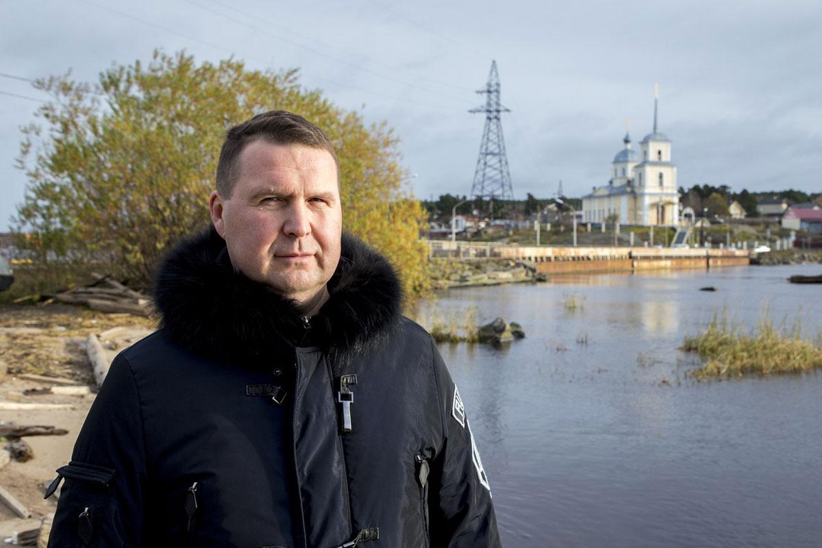 фото ЗакС политика Карельскому единороссу напомнили о невыполненных обещаниях при помощи подарка
