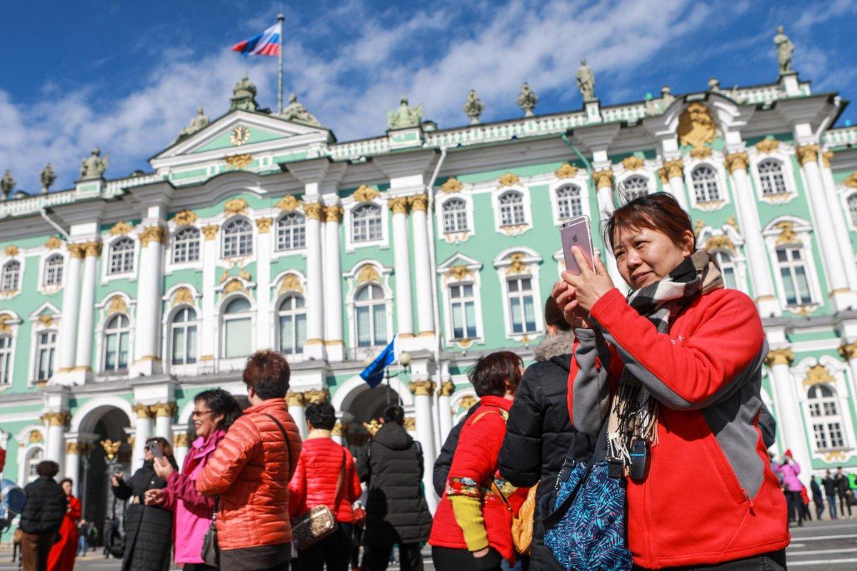 ворвалась фото туристов в спб навести объект сфотографировать