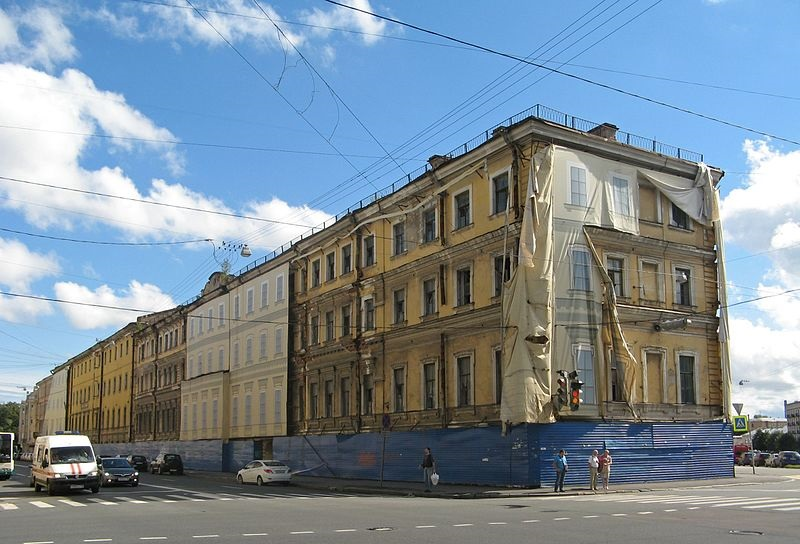 фото ЗакС политика В Коломне при возгорании исторического дома погиб петербуржец