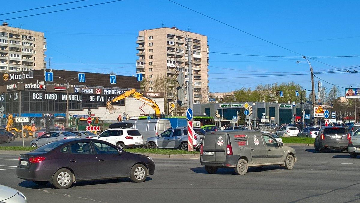 фото ЗакС политика Бывший кинотеатр на проспекте Славы снесут и заменят его торговым центром