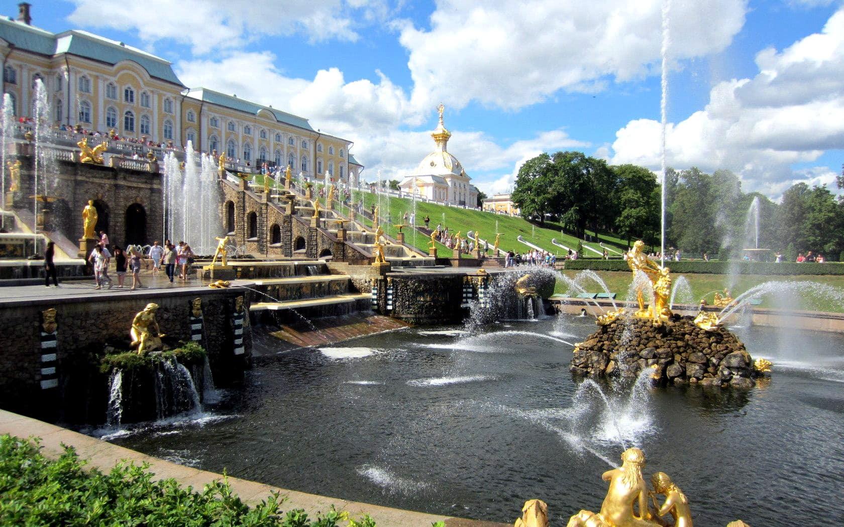 фото ЗакС политика Из-за пандемии в Петергофе перенесли открытие фонтанов
