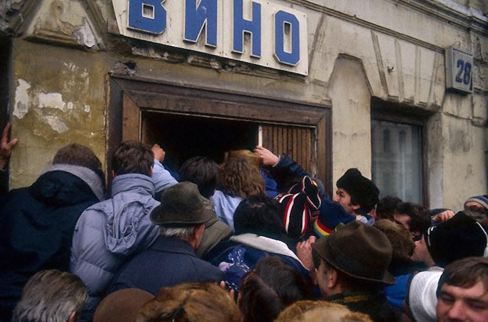 """фото ЗакС политика В Карелии из-за высокого спроса смягчили """"коронавирусный"""" режим продажи алкоголя"""