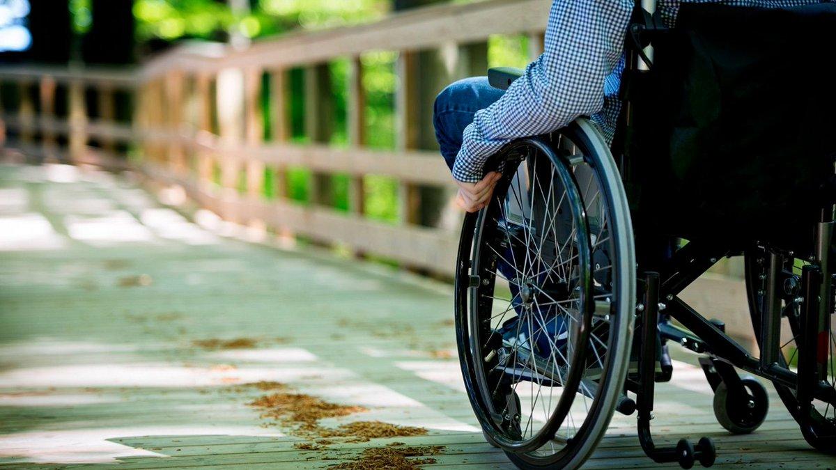 фото ЗакС политика Муниципалы хотят разместить одиноких пенсионеров и колясочников в пустующих гостиницах