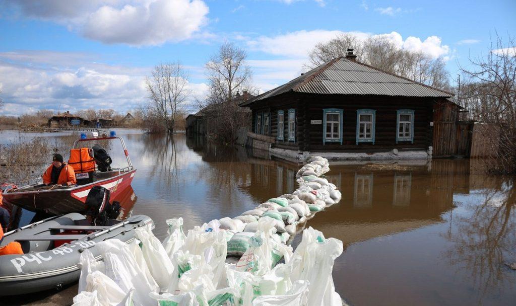 В Вологодской области паводок затопил шесть районов, введен режим ЧС