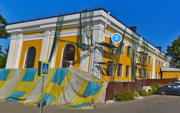 фото ЗакС политика В Ломоносове отремонтировали привокзальное здание-памятник