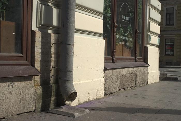 """фото ЗакС политика Активисты Центрального района недовольны """"заплаткой"""" на фасаде дома-памятника"""