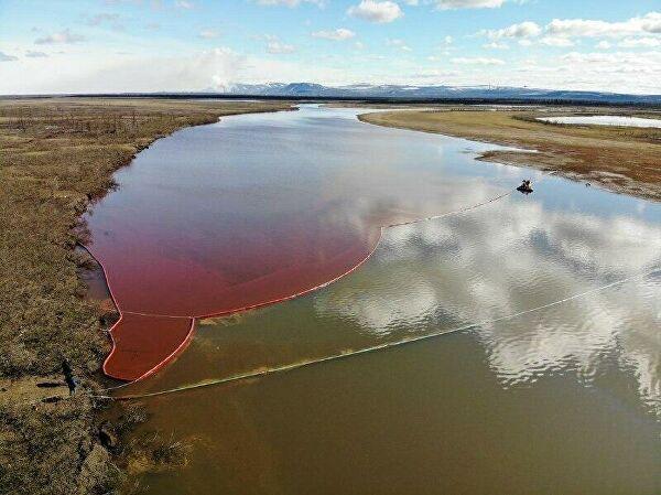 фото ЗакС политика Чиновники посчитали ущерб от разлива нефтепродуктов в Норильске